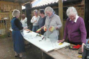 make a wire hen course