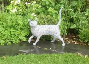 wire sculpture of a cat by Chris Moss